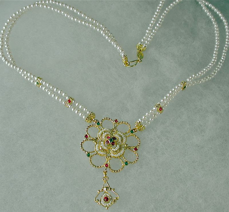 colier-romeo-gold-and-pearl-four-leaf-clover-3526
