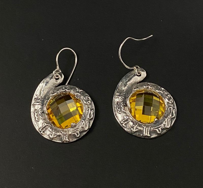 earrings-horoscope-red-pinwheel-5077