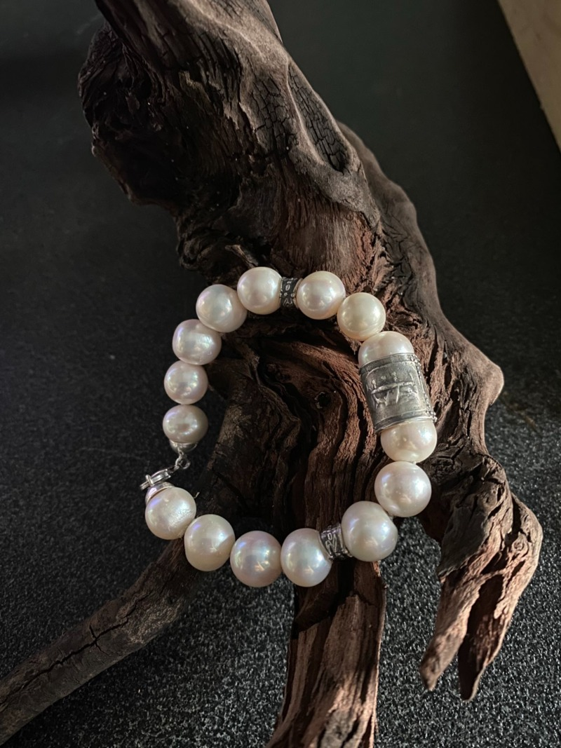 romeo-bracelet-with-pearls-and-greek-scenes