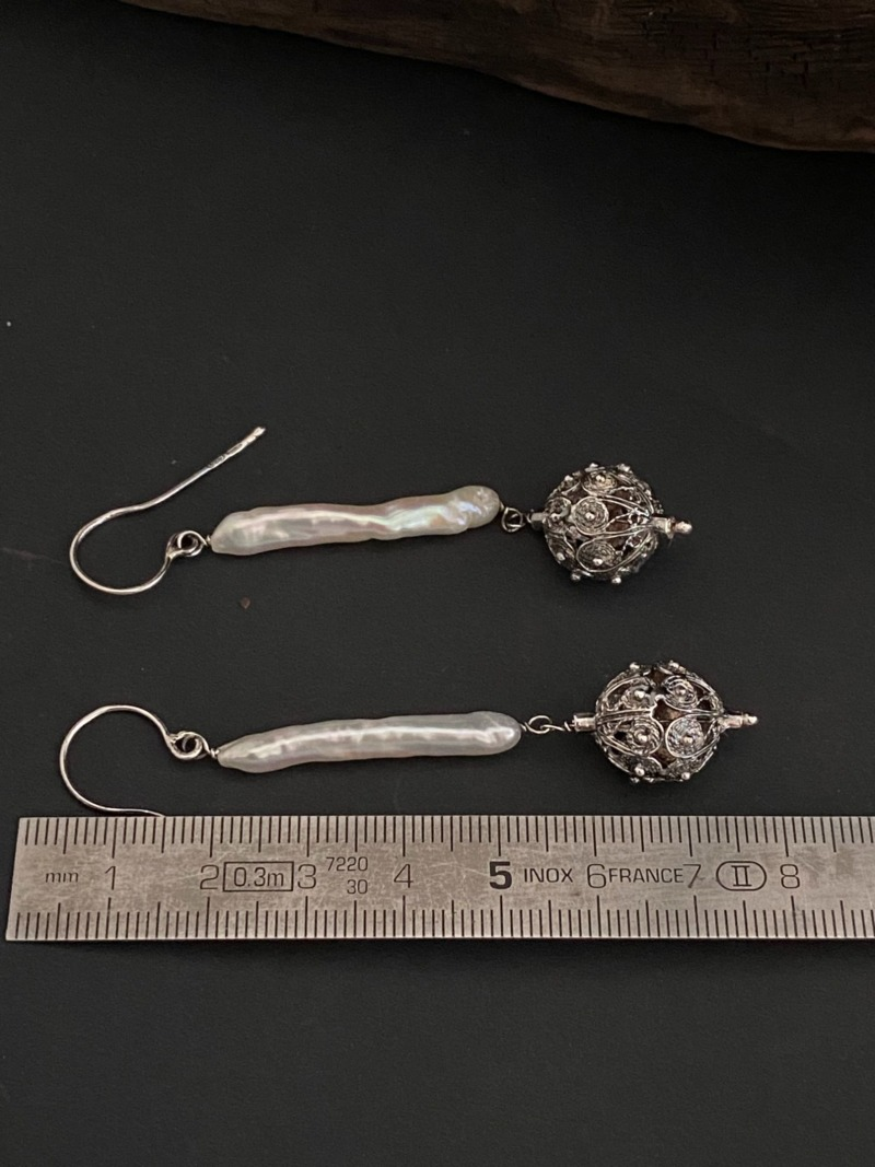 jennacche-romeo-earrings-with-long-pearl