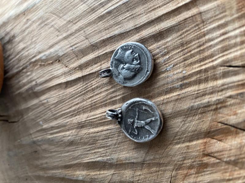 ciondolo-romeo-con-moneta-di-petelia-zeus-mod-5164